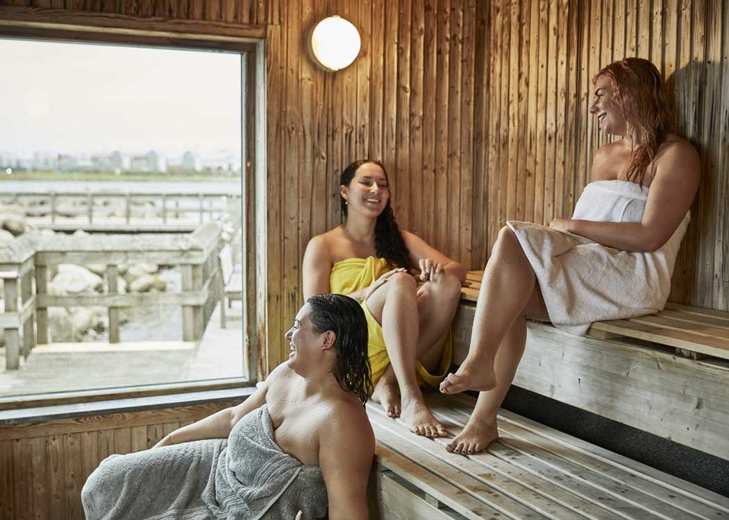 Sauna_friends_relaxing.jpg