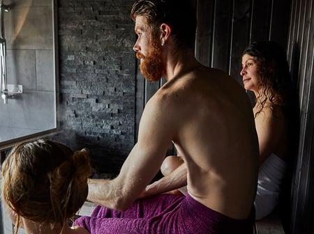 finnish_sauna_bathing_friends