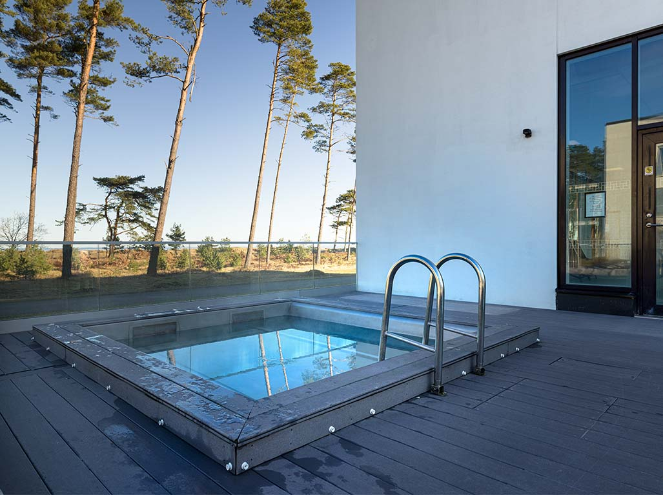 japanese_bath_hotel_riviera_stand