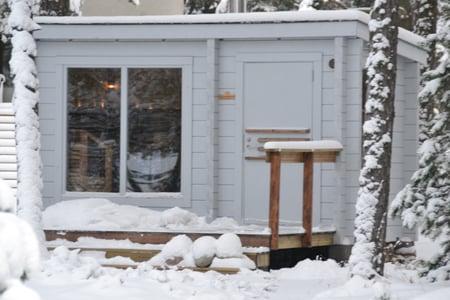 outdoor_sauna_in_the_snow